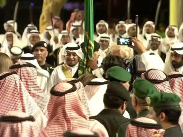Trump gets his groove on in traditional Saudi sword dance