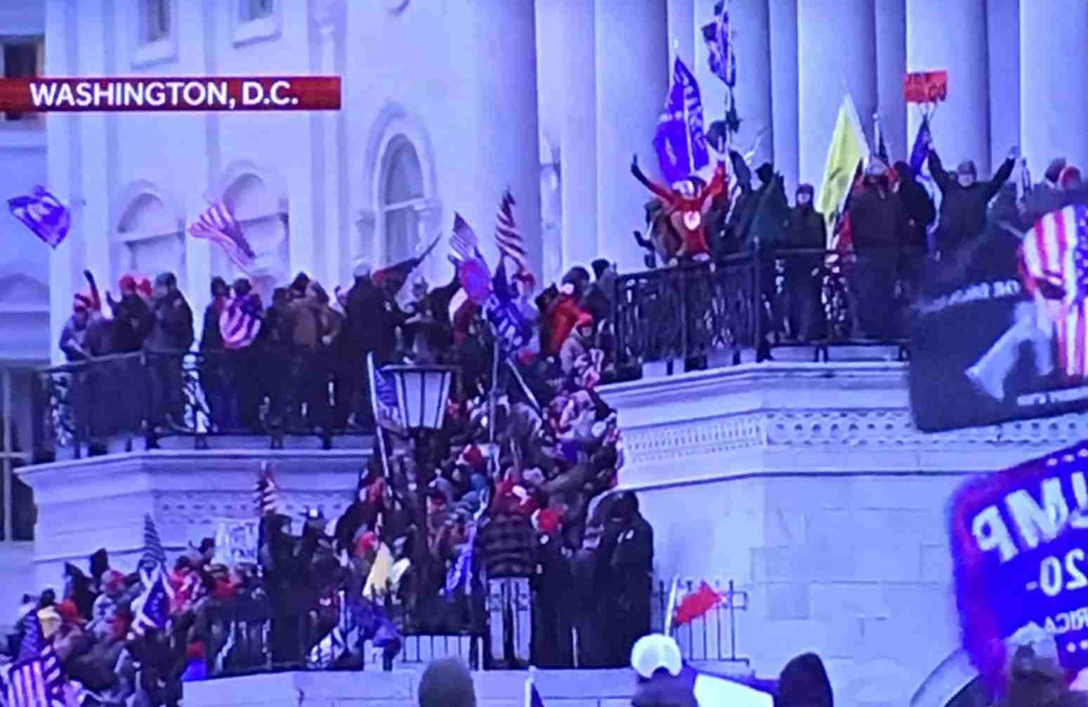 I manifestanti prendono il Parlamento federale degli Stati Uniti 1