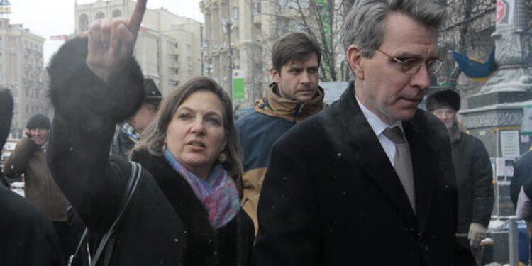 Nuland and Pyatt planning regime change in Kiev. (Photo: thetruthseeker.co.uk)