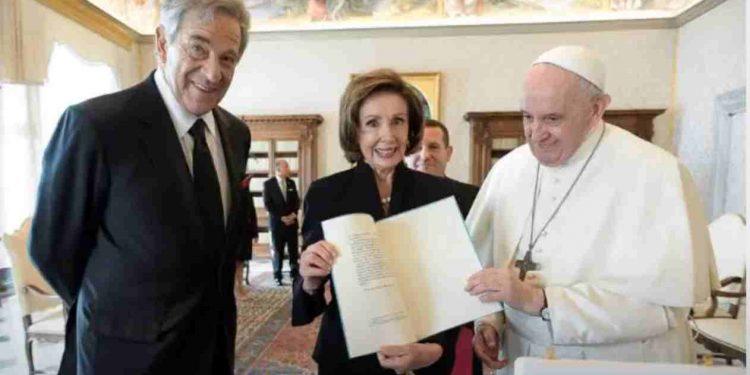 N. Pelosi con il Papa